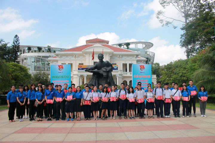 Quận 10 tổ chức lễ kết nạp Đoàn viên kỷ niệm 50 năm thực hiện Di chúc Chủ tịch Hồ Chí Minh