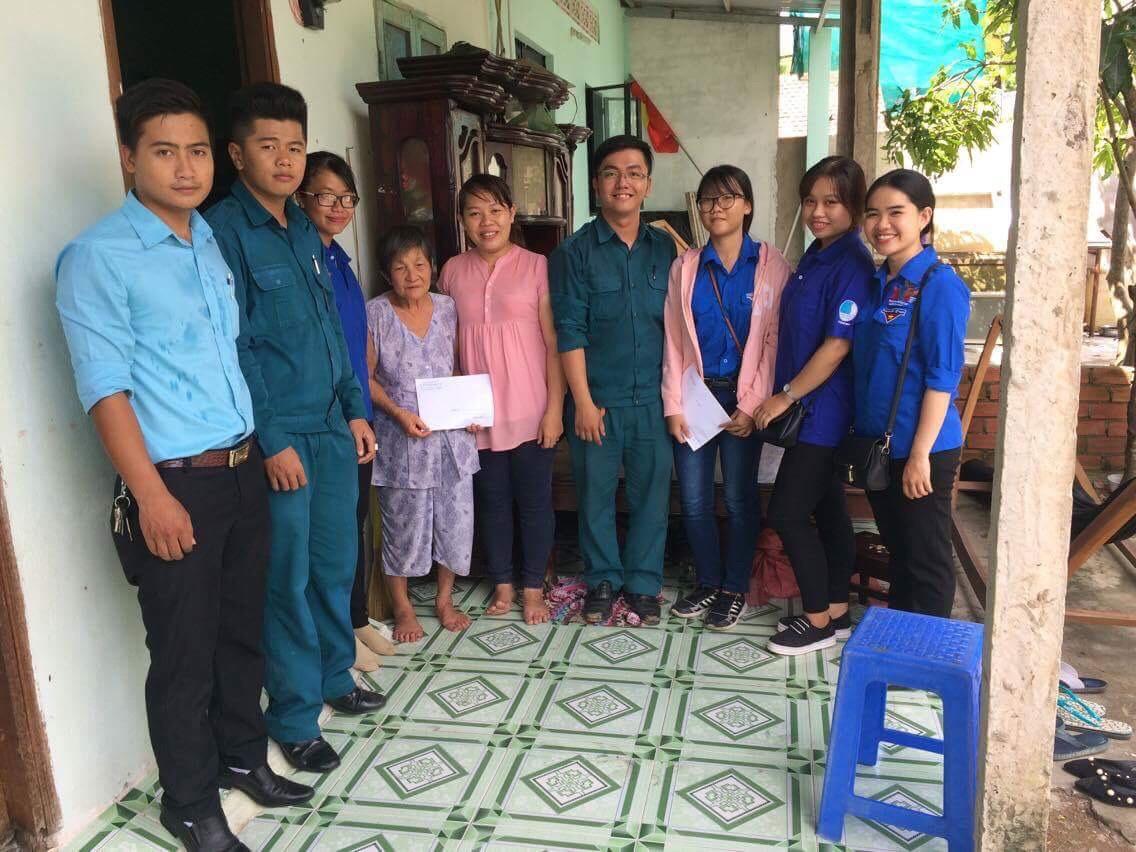 Phường 15 - Thăm và tặng quà tặng quà người dân bị ảnh hưởng vụ sạt lở tại xã Hiệp Phước, huyện Nhà Bè
