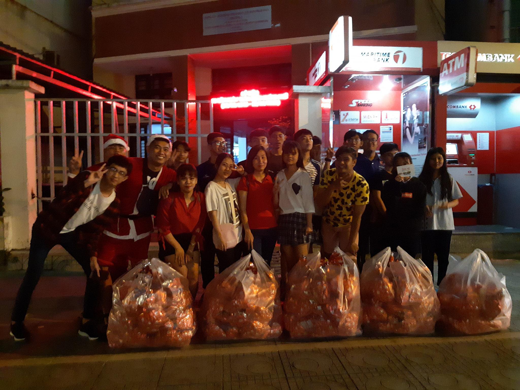 Đoàn Phường 2 tổ chức tặng 150 phần quà nhân dịp giáng sinh
