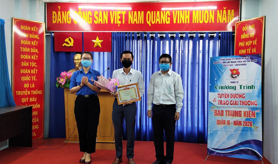 Trao giải thưởng Sao Trung Kiên đến gương tuyên dương khu vực địa bàn dân cư