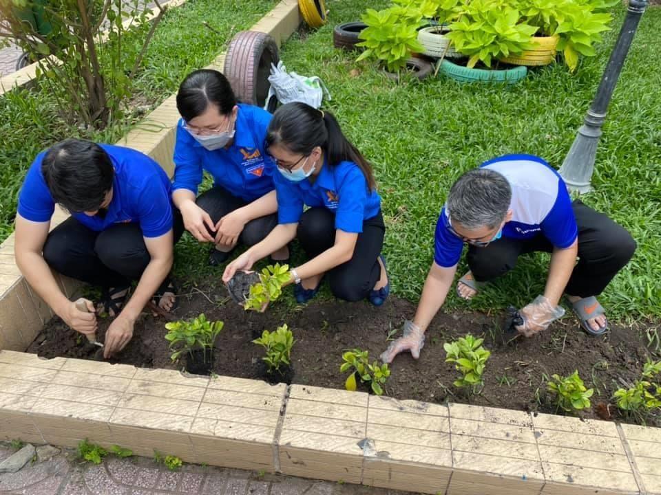"""Đoàn viên thanh niên toàn Quận hưởng ứng lễ """"Lễ phát động tổng vệ sinh và phát triển mảng xanh hưởng ứng Tết trồng cây đời đời nhớ ơn Bác Hồ năm 2020"""