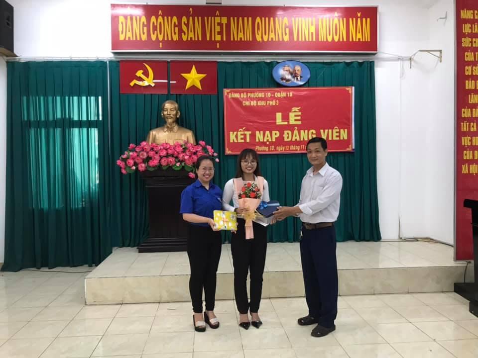 Lễ kết đạp Đảng cho Đ/c Trương Thị Kiều Trang - Đoàn viên chi Đoàn Khu phố 3