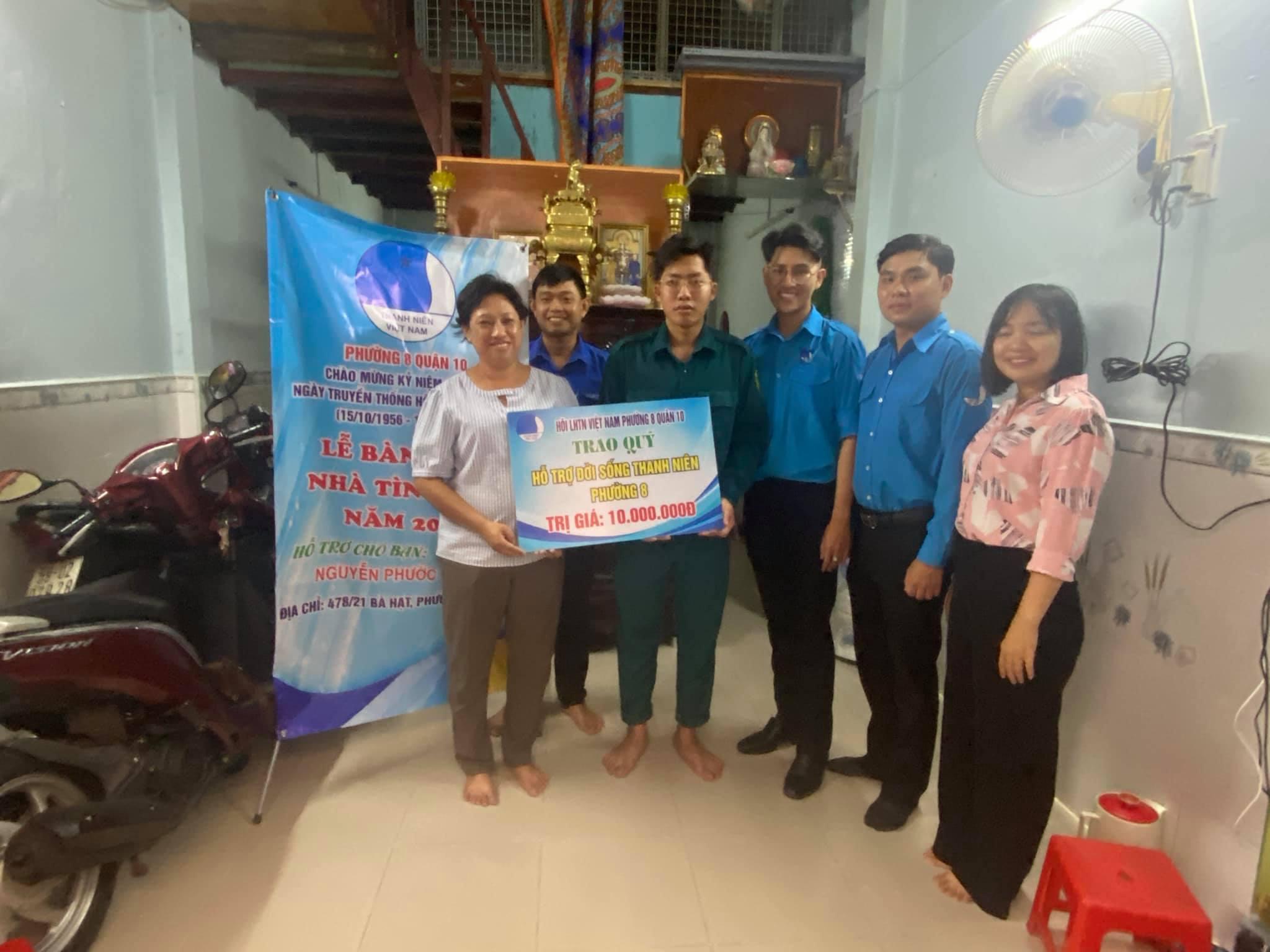 """Phường 8 Hỗ trợ sửa chữa """"Nhà Tình Bạn"""" và trao học bổng hỗ trợ đến trường cho em Nguyễn Phước Thành."""
